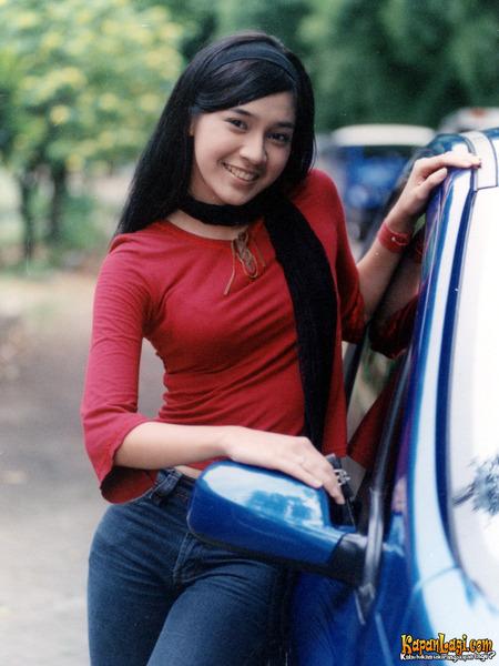 Hasil gambar untuk Dhini Aminarti