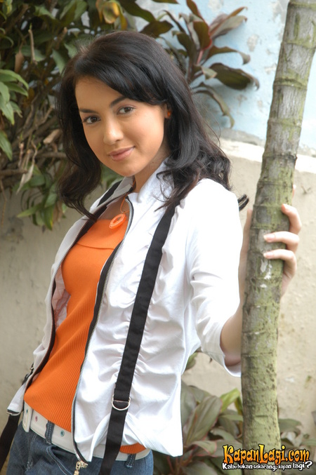 Rianti Cartwright - Picture